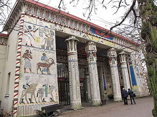 Египетский храм в зоопарке Антверпена
