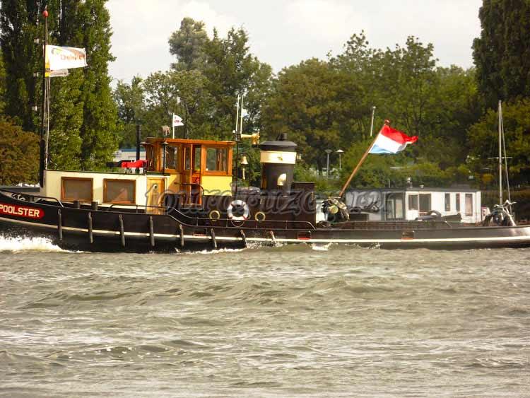Кораблик на каналах Амстердама