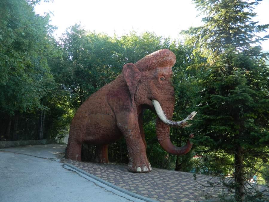 Статуя мамонта