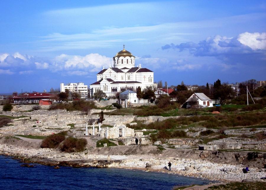 Владимирский Кафедральный собор среди руин Херсонеса