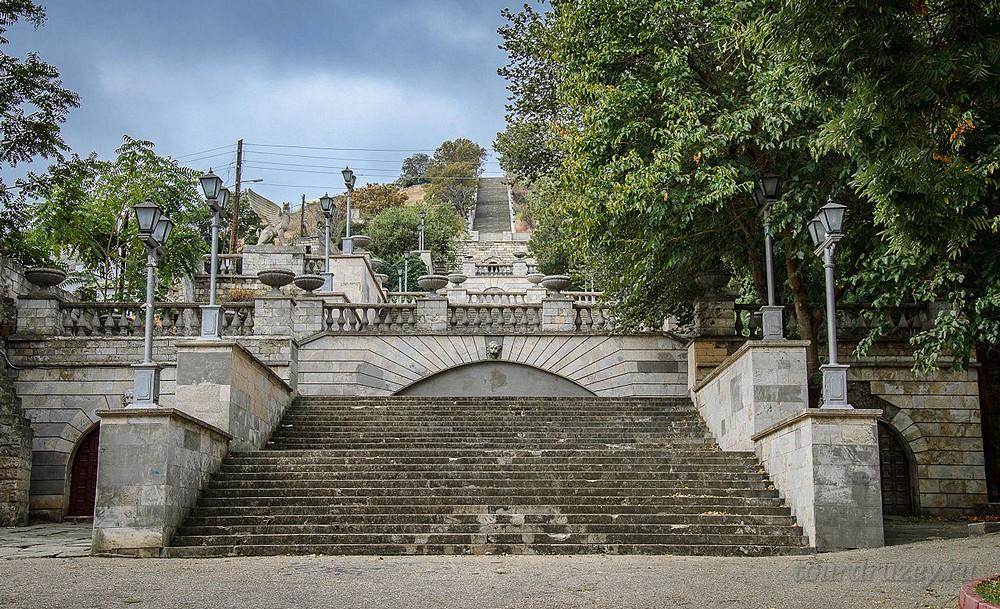 Гора Митридат и Митридатская лестница