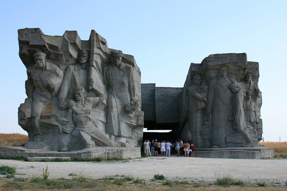 Аджимушкайские каменоломни памятник