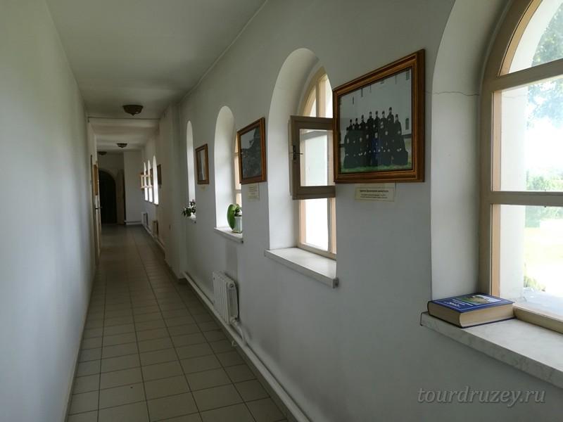 Галерея в монастыре