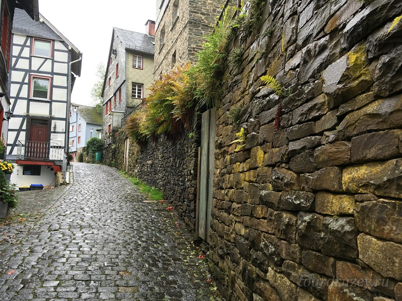 Каменные стены и дома Моншау