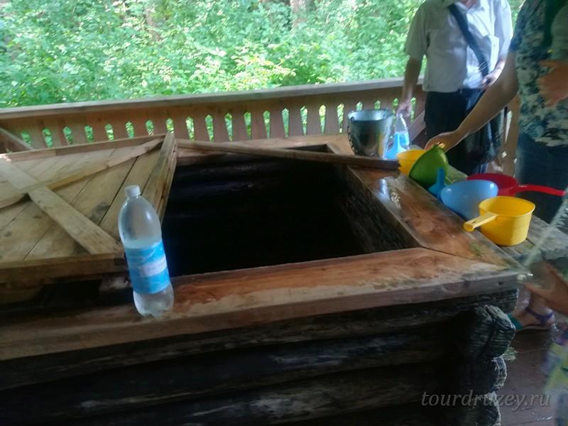 Здесь можно набрать святой воды